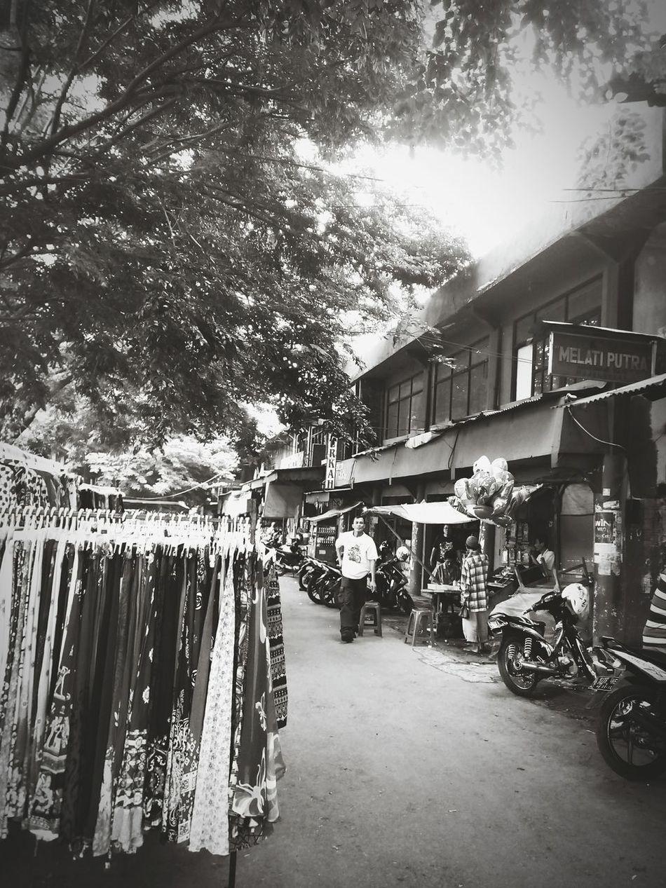Activity huMan In The Cigasong Market