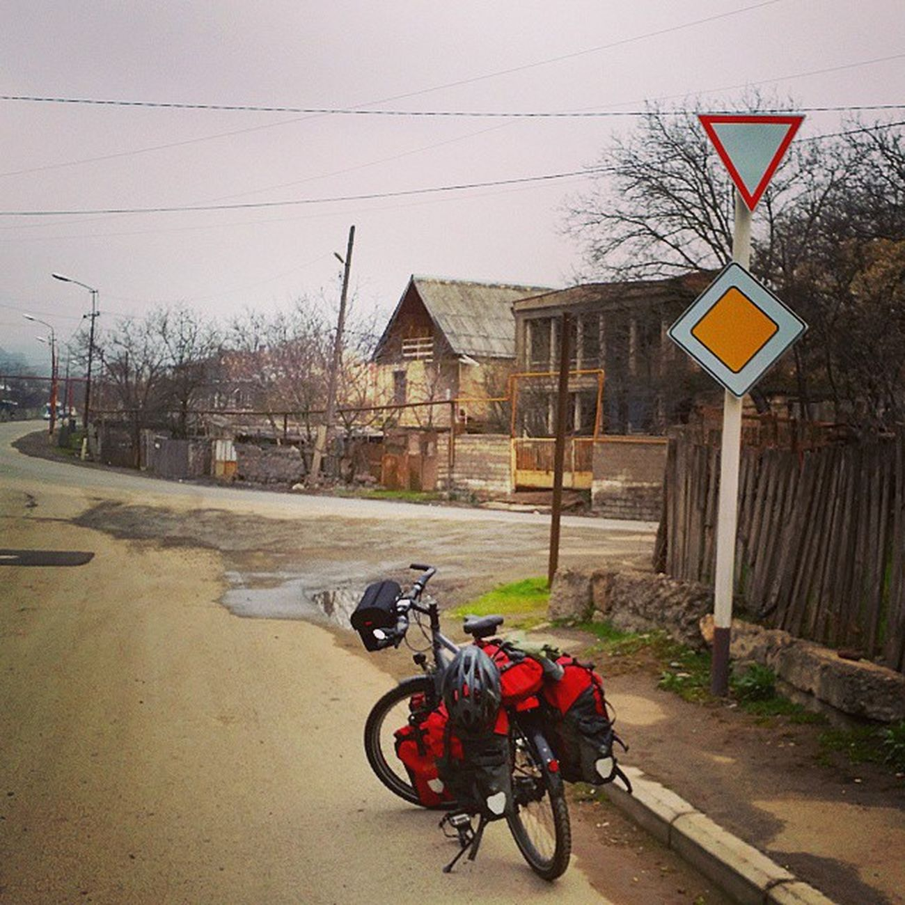 Georgian traffic signs: please decide 😂😂😂 Georgia Latergram Travel Instatravel 😚 Cycling Biketouring Fahrrad Radtour Traffic Verkehrszeichen Caucasus Caucasusbybike Georgien