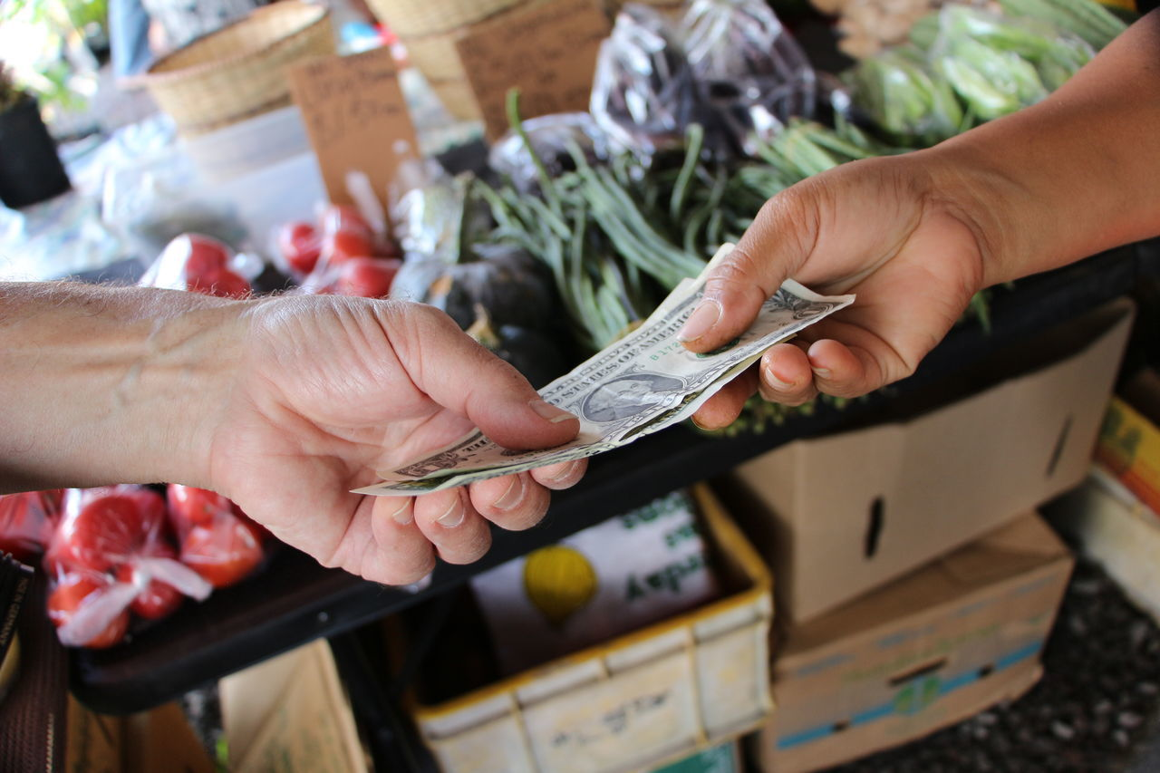 Beautiful stock photos of geld, Buying, Cash, Cropped, Currency