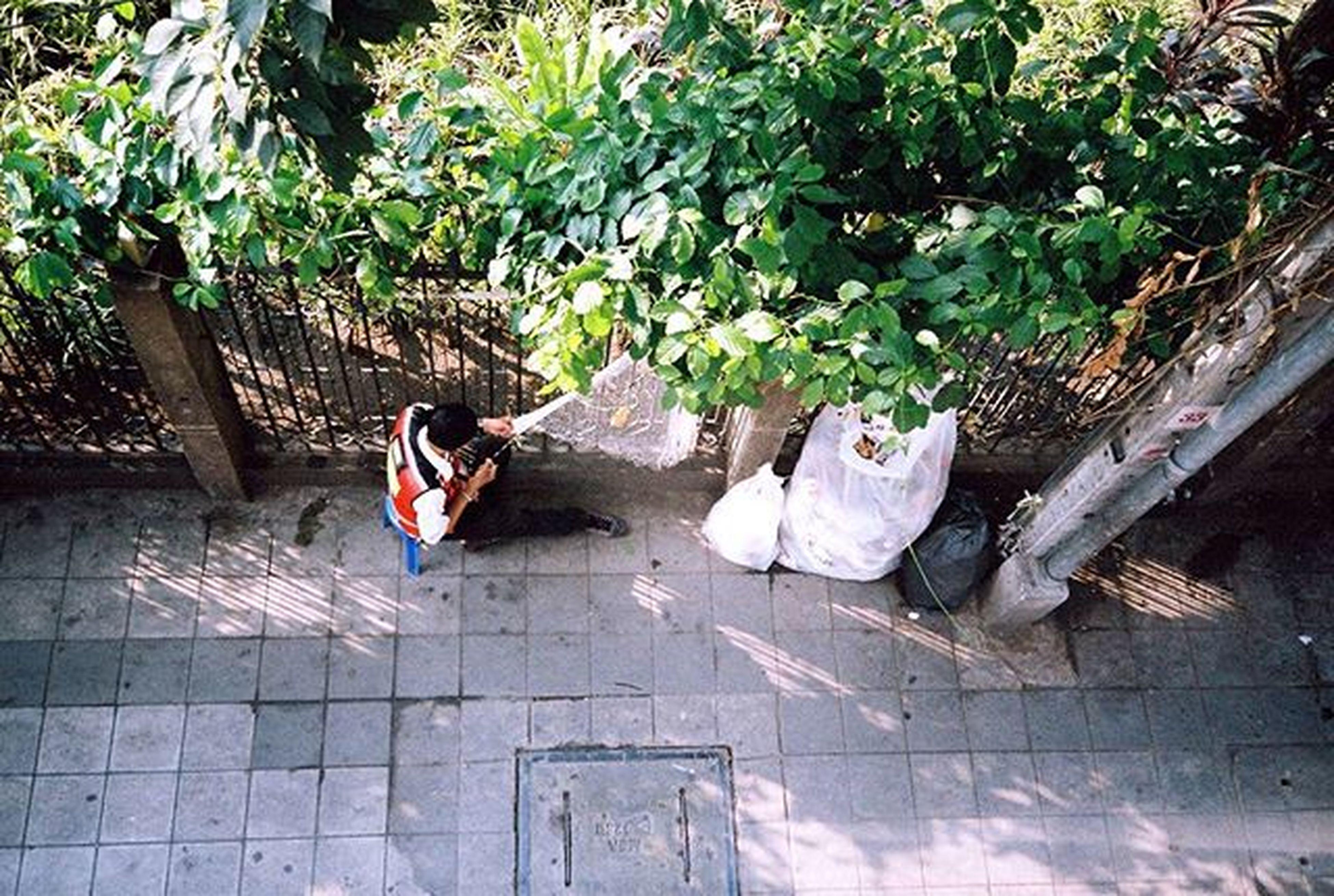 """"""" อย่าปล่อยเวลาว่างให้เปล่าประโยชน์ """" Camera : Leica mini Film : Agfa Vista Plus 400 BTSหมอชิต Bangkok Thailand Afterzero Leica Leicamini Filmphotography Filmisnotdead Ishootfilm Iusefilm Agfa Vista400 AgfaVista Film 35mm Analog Buyfilmnotmegapixels"""