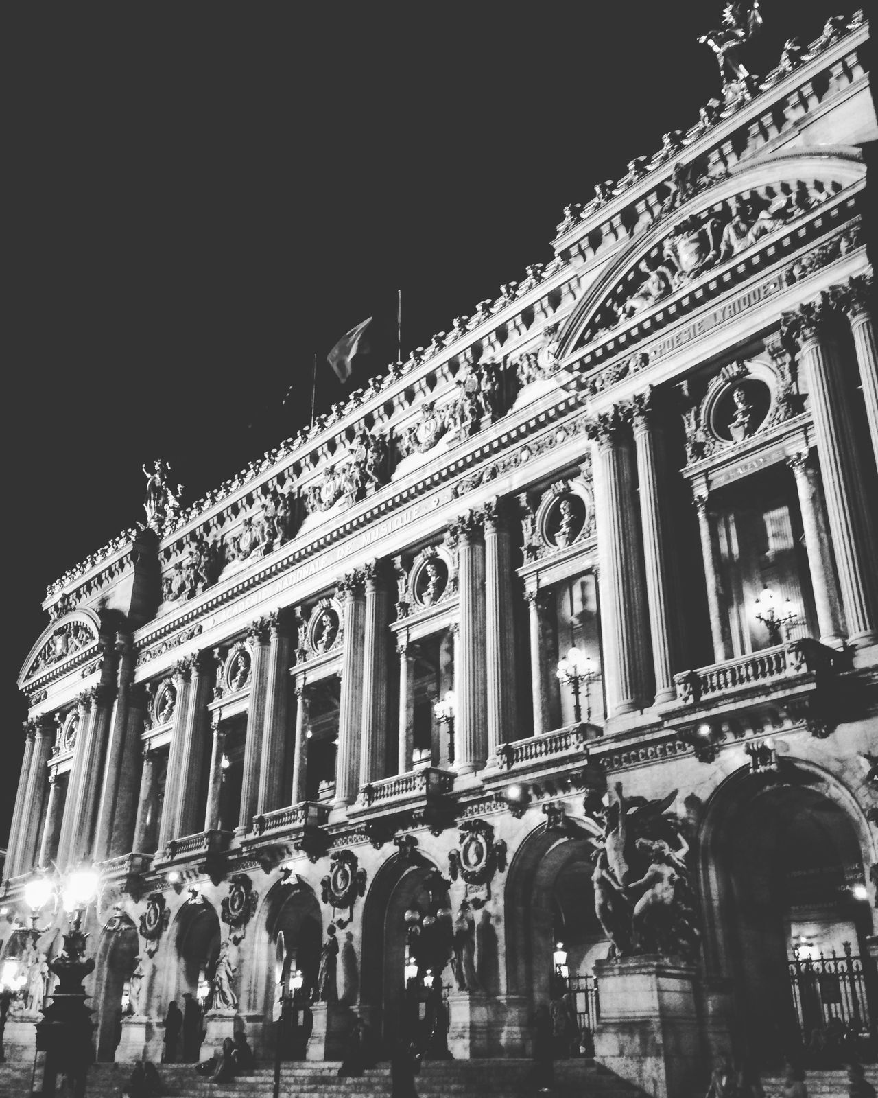 Paris Nighttime Palais Garnier Opera Theatre Ópera De Paris City Of Blinding Lights Ville Lumière Urban Landscape Historical Building Decouvrez Paris Taking Photos NightOut✨ Place De L'opéra