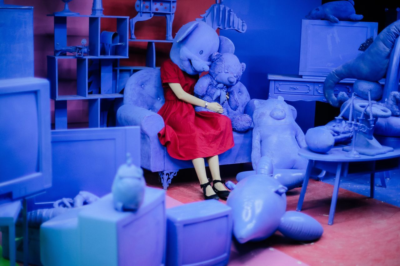 Play with doll Playing Doll Reddress Horror Blue Colors Contrast Strange Odd Sofa The Portraitist