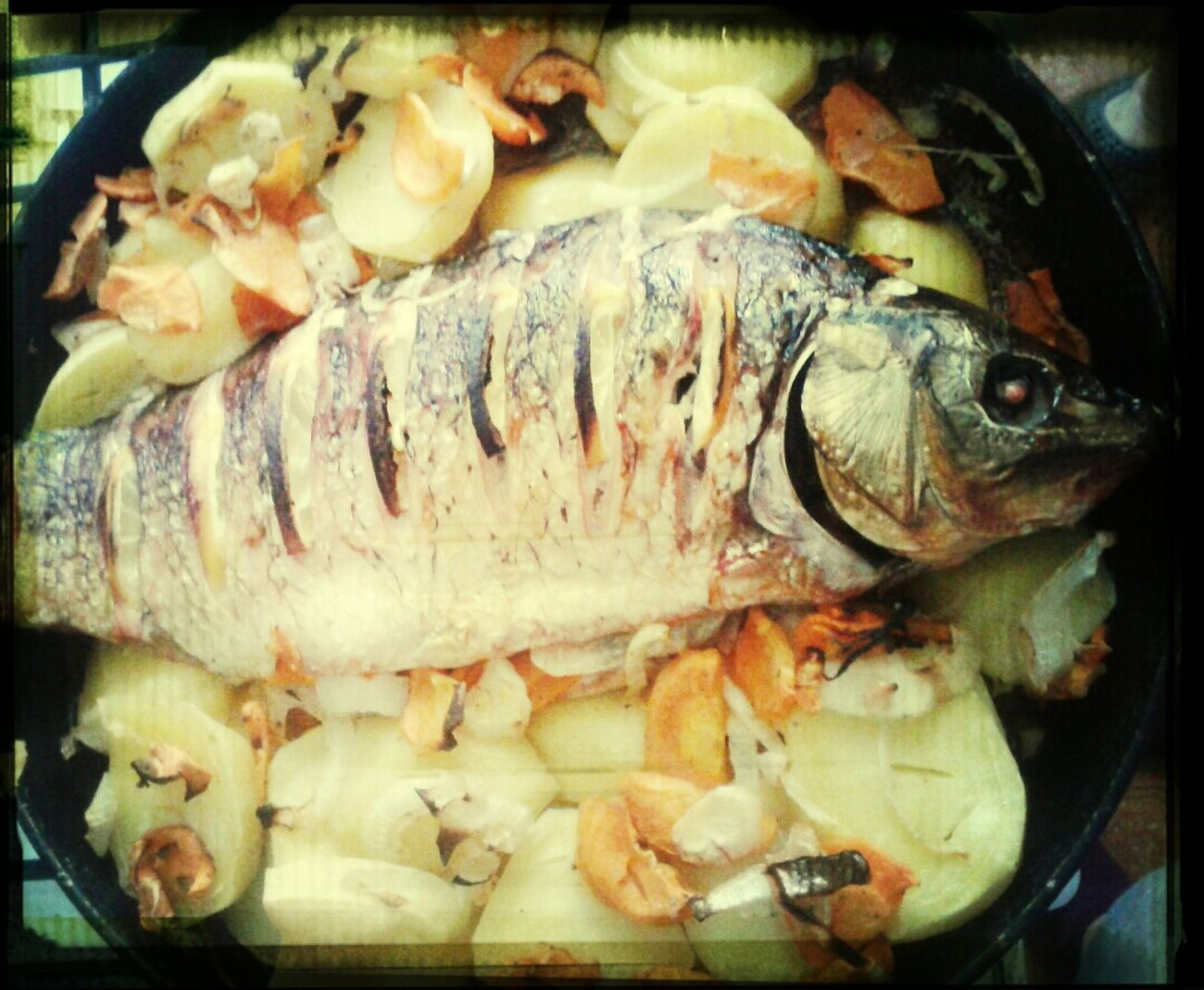 рождество рыба в ожидании обеда. праздник