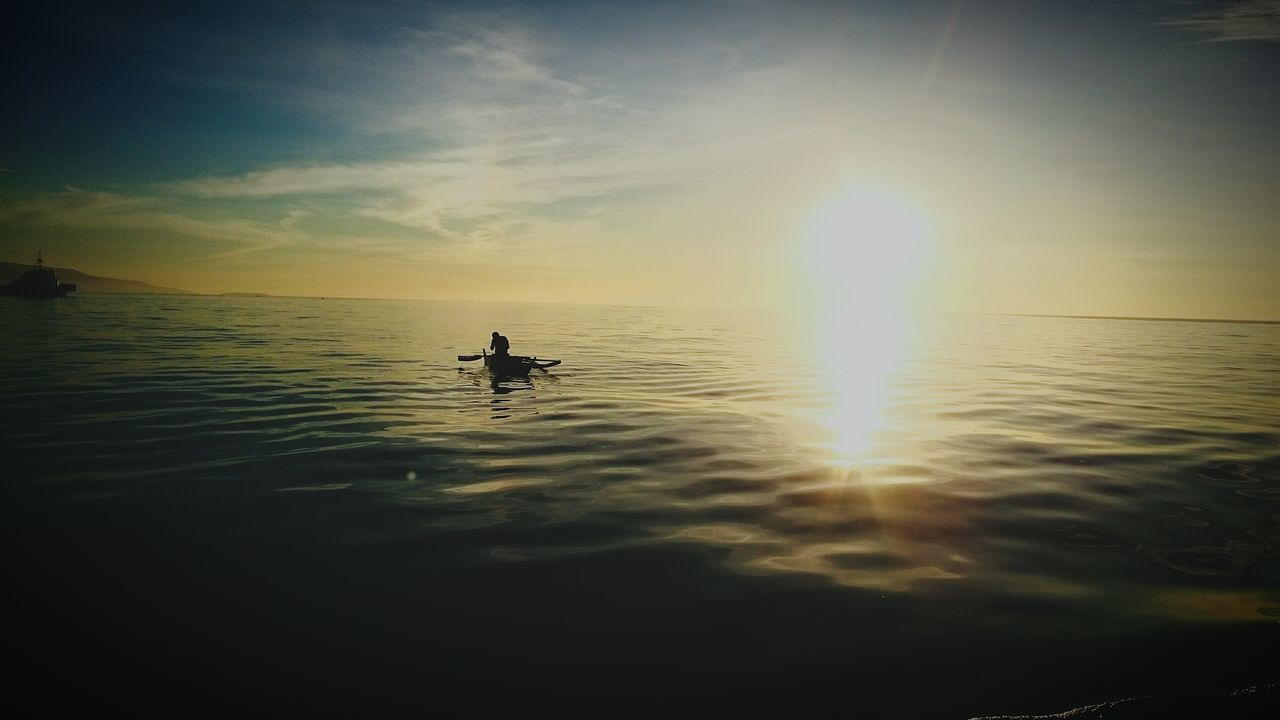 water, sunset, nature, sea, silhouette, reflection, beauty in nature, tranquility, scenics, rippled, outdoors, tranquil scene, horizon over water, one person, waterfront, transportation, sky, sunlight, men, real people, oar, nautical vessel, paddleboarding, day, one man only, people