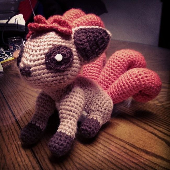 Vulpix's tails split and grow more beautiful and warm as it ages. Vulpix Pok émon Nintendo Pokemoncrochet pokemonamigurumi  crochet amigurumi crafternoon handmade tamillivanilli