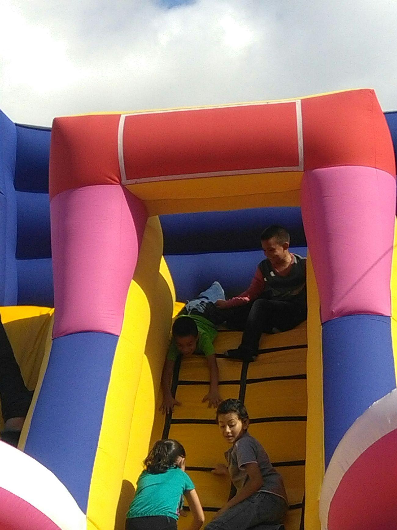 Juegos De Niños Jugando Inflables Relaxing Moments Color Photography Divercion