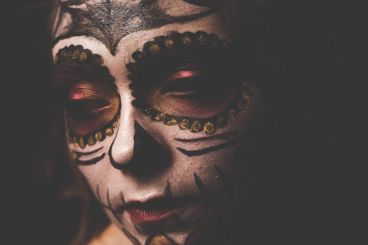 Series of my Dia de Los Muertos Shooting Adult Adults Only Analogue Blonde carneval Carnival close-up Dia Dia de los muertos DIA DE MUERTOS eyes Fasching girl look muerta one person only women people portrait Portrait of a Woman Reflection Retro schminke schminken VSCO