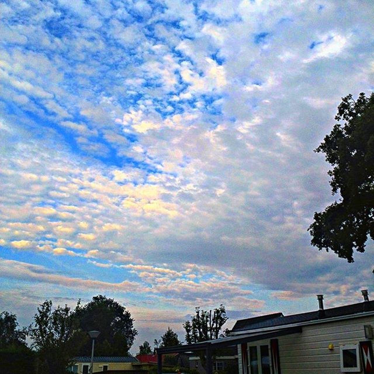Langweer Friesland Wolken Clouds campingblaauw