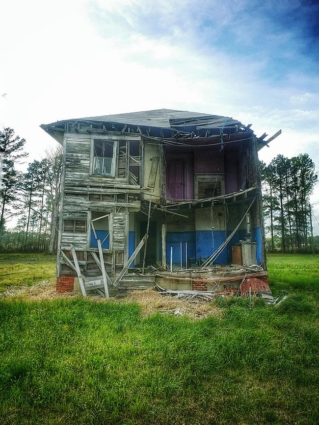 A beautiful mess revisited... Abandoned Places Abandoned House Hauntingly Beautiful Eyeem Abandonment Abandoned Rural America Atmospheric Rural Exploration Sombresociety Eyeem Abandonment Architecture Gettyimages Colour Of Life