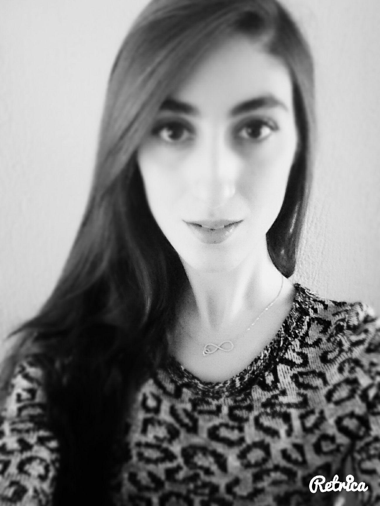 Siyah Giyen Kadınları Daha Cok Sevin çünkü Onların Renkleri Yüreklerindesaklıdır black&white