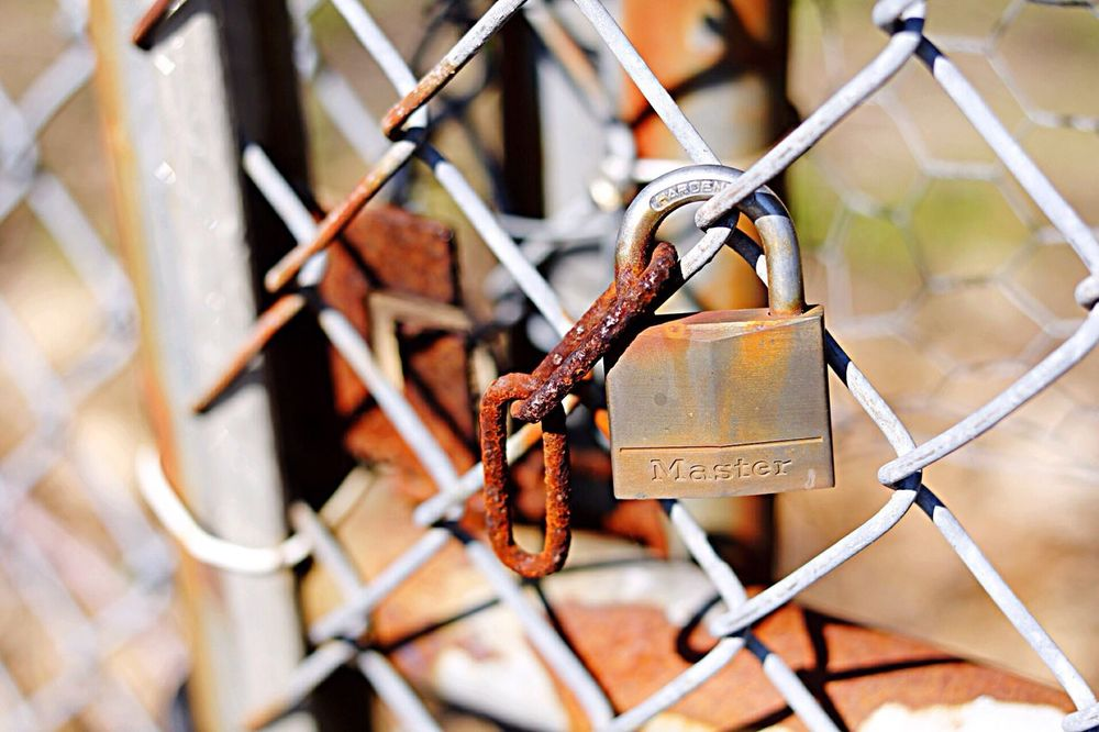 Rusty old lock. Taking Photos Abandoned Places Check This Out Enjoying Life Learning Photography Old Rusty Fence Textures And Surfaces Hospital Lock Exploring Adventure Canon Decay