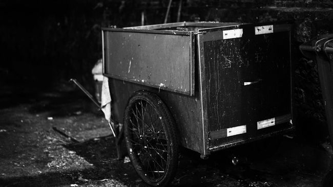 I tried,and I was tired..Dirtystreets Dirty Light And Shadow Black & White Blackandwhite Black And White Night Lights Nightphotography Night Zhuhaicity Zhuhai Street Quite Place City Street Streetphotography SONY A7ii Street Photography Rubbish Bags Rubbish Rubbish Truck