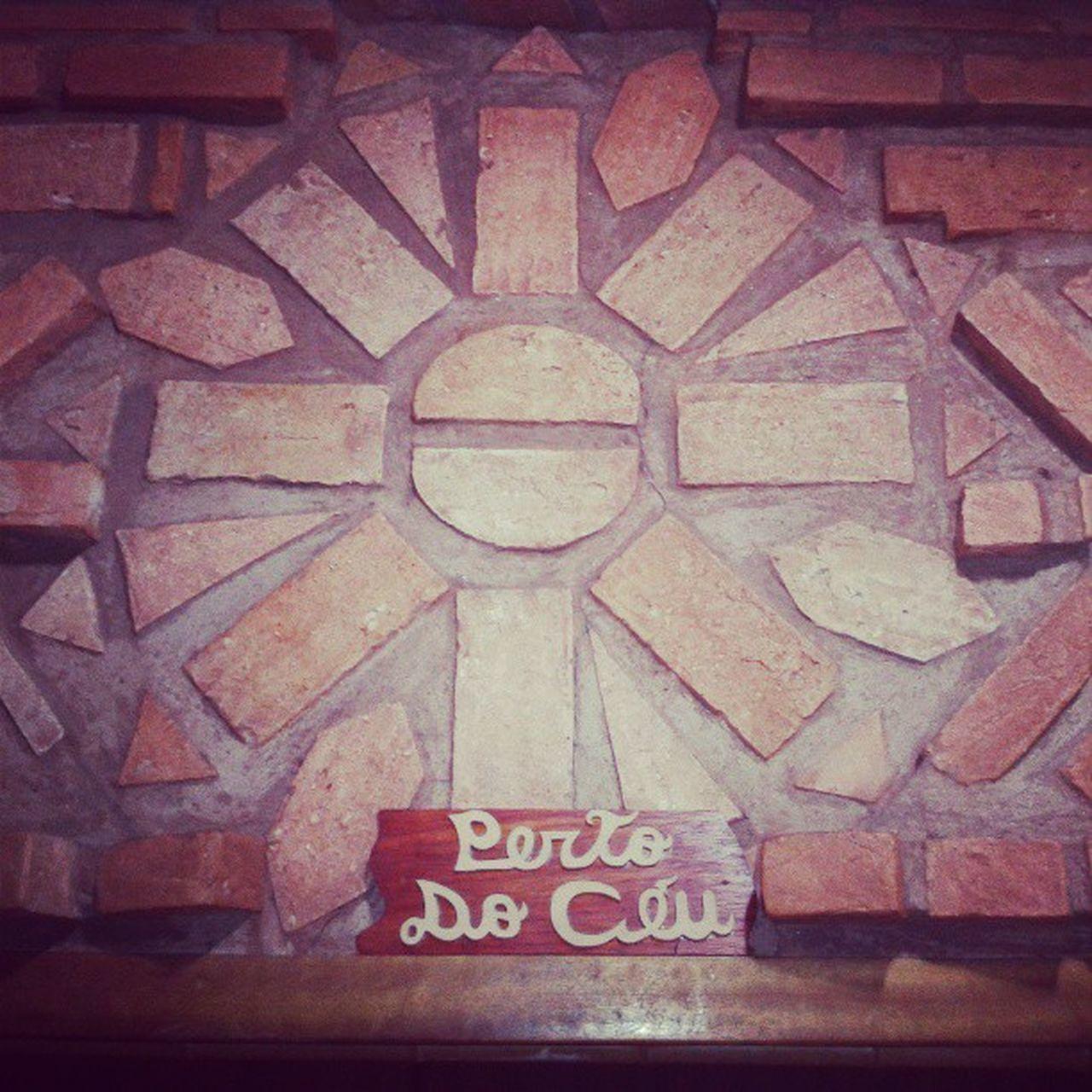 Toda felicidade deve ser devidamente comemorada, a placa traduz tudo Pertodoceu Luademel Ibiti