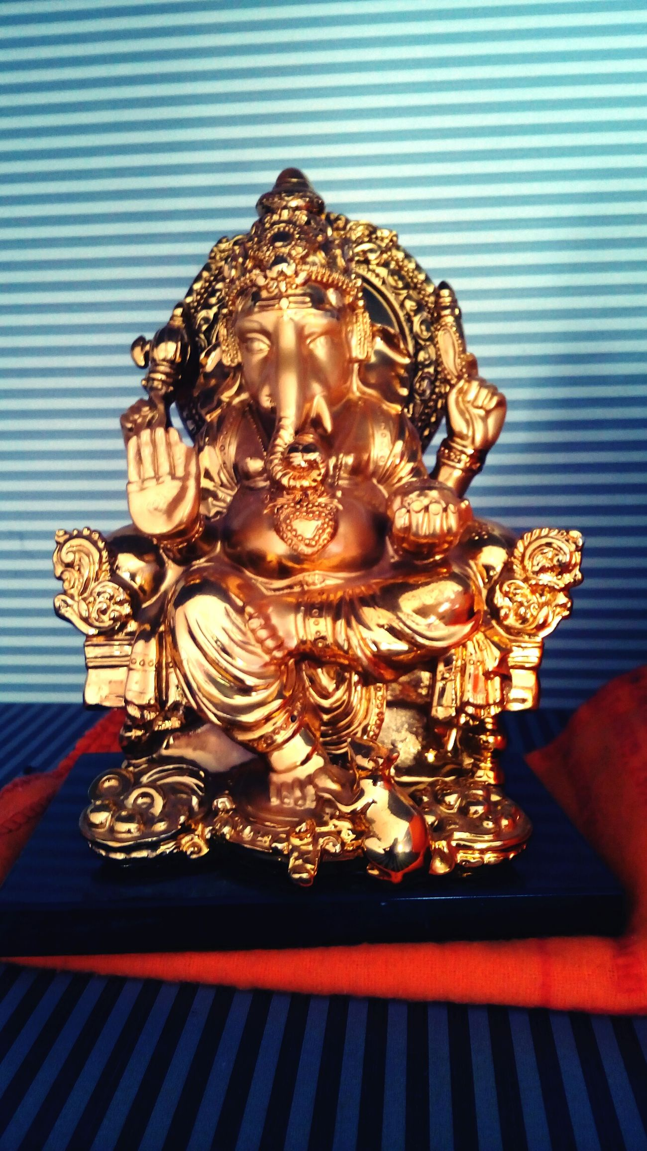 Small Statue Of Lord GANESHA Of HINDU RELIGION...