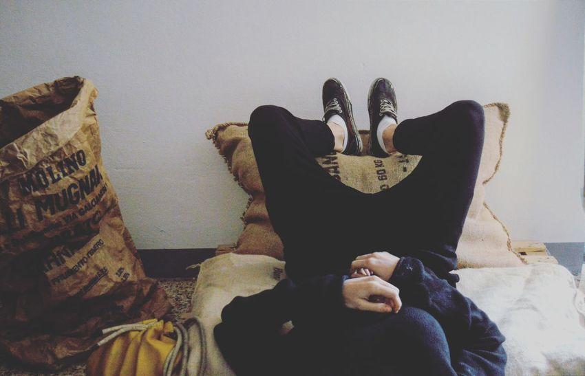 Sitting Indoors  Lifestyles Reverse Androgynous Female Lesbiangirl Shorthair Androgynymodel Sofa