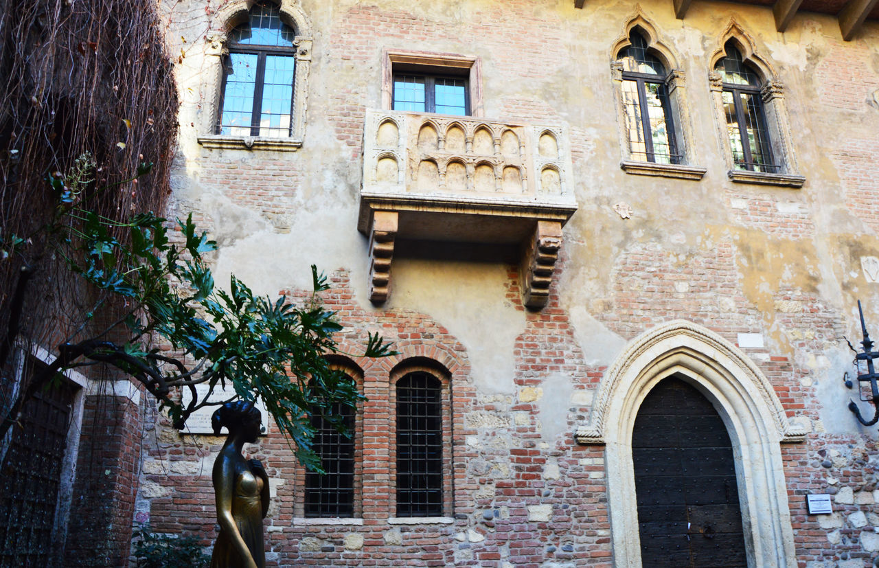 Balcony Day Giulietta Giuliettaeromeo Ita Italia Italian Italianeography Italien Italy Italy❤️ Italy🇮🇹 Juliet  Juliet Balcony No People Outdoors Romeo And Juliet Romeo And Juliet's Balcony Romeo E Giulietta Romeo&juliet Romeoandjuliet Verona Verona In Love Verona Italy Verona ıtaly EyeEmNewHere