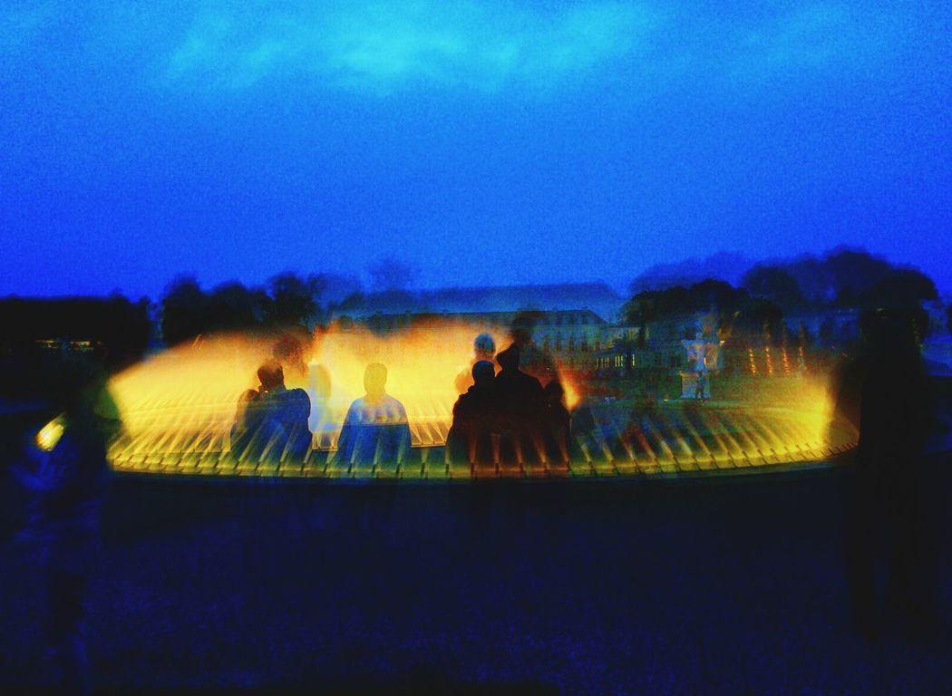 Herrenhausen Menschen Beauty In Nature Blue Fontaine Illuminated Licht Outdoors Wasser Wasserfall Wasserspiele