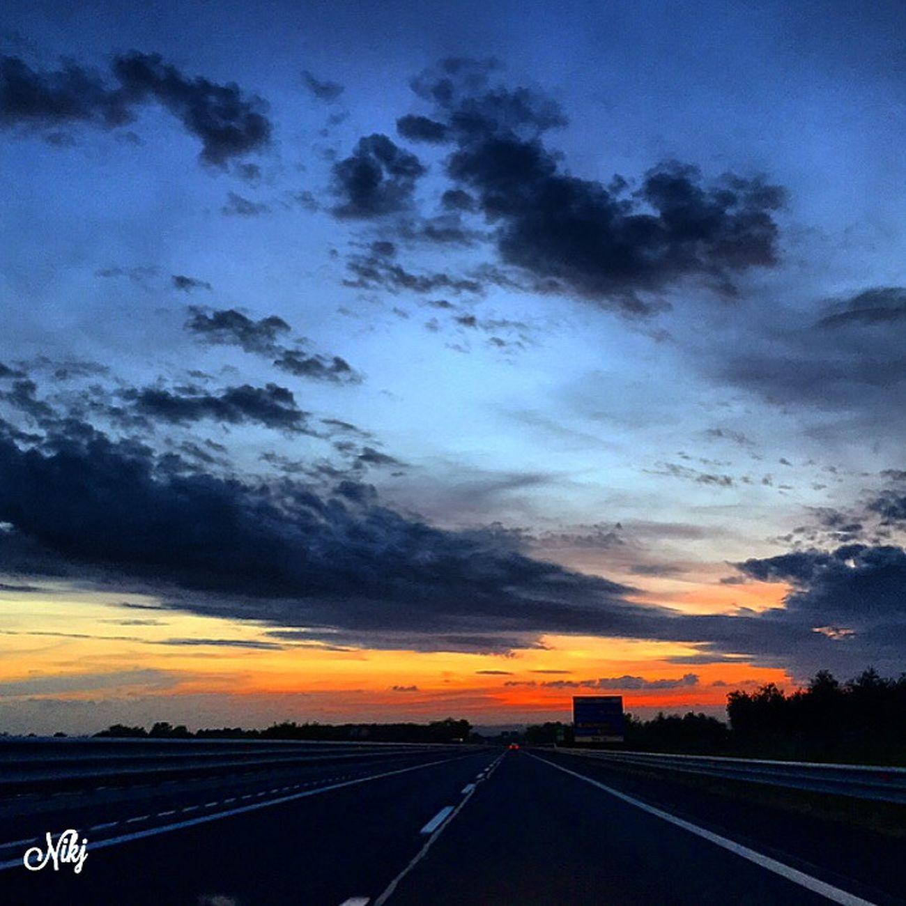 http://youtu.be/IIBt1hiKCCA 🎶Autostrada deserta al confine del mare sento il cuore più forte di questo motore sigarette mai spente sulla radio che parla io che guido seguendo le luci dell'alba. Lo so, lo sai la mente vola fuori dal tempo e si ritrova sola senza più corpo ne prigioniera nasce l'aurora. Tu sei dentro di me come l'alta marea che scompare e riappare portandoti via🎶 Antonello Venditti Sunset #sun #clouds #skylovers #sky #nature #beautifulinnature #naturalbeauty #photography #landscape Sunset #sun #clouds #skylovers #sky #nature #beautifulinnature #naturalbeauty Photography Landscape ? Tramonti__italiani Sunset And Clouds