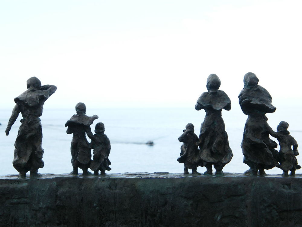 Water East Lothian Widows And Orphans Waiting At Home Tragedy Shipwreck Seaside Fishermen's Memorial Lost At Sea History Family