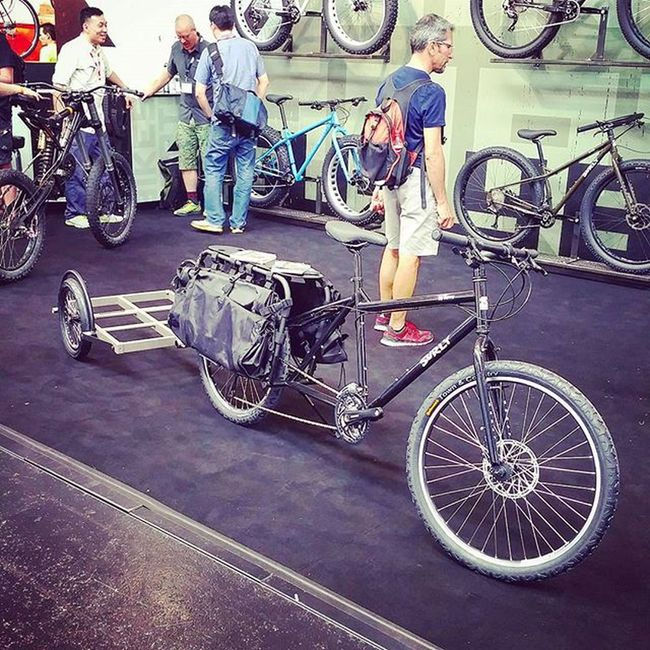 Ok, the Big Dummy with trailer from Surly seems to be the ultimate travelbike 😂 Picoftheday Fahrrad Cycling Biketouring Eurobike2015 Eurobike Bikelove Trailer 😚
