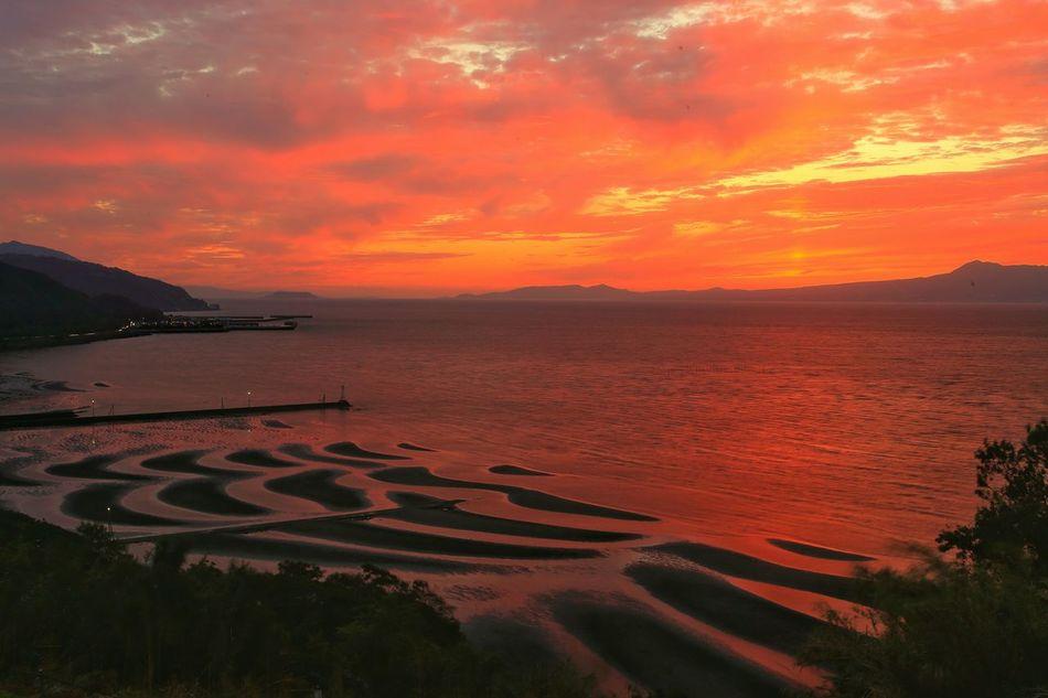 夕陽も沈んで、辺りを闇が包み始める♪(*´︶`*)✿ Eyeem Best Shots - Sky And Cloud Sunset_collection EyeEm Best Shots - Sunset + Sunrise Clouds And Sky Sunset Tideland Tidelands Coast 思わず足を止めた景色♪(*´︶`*)✿ Sea And Sky