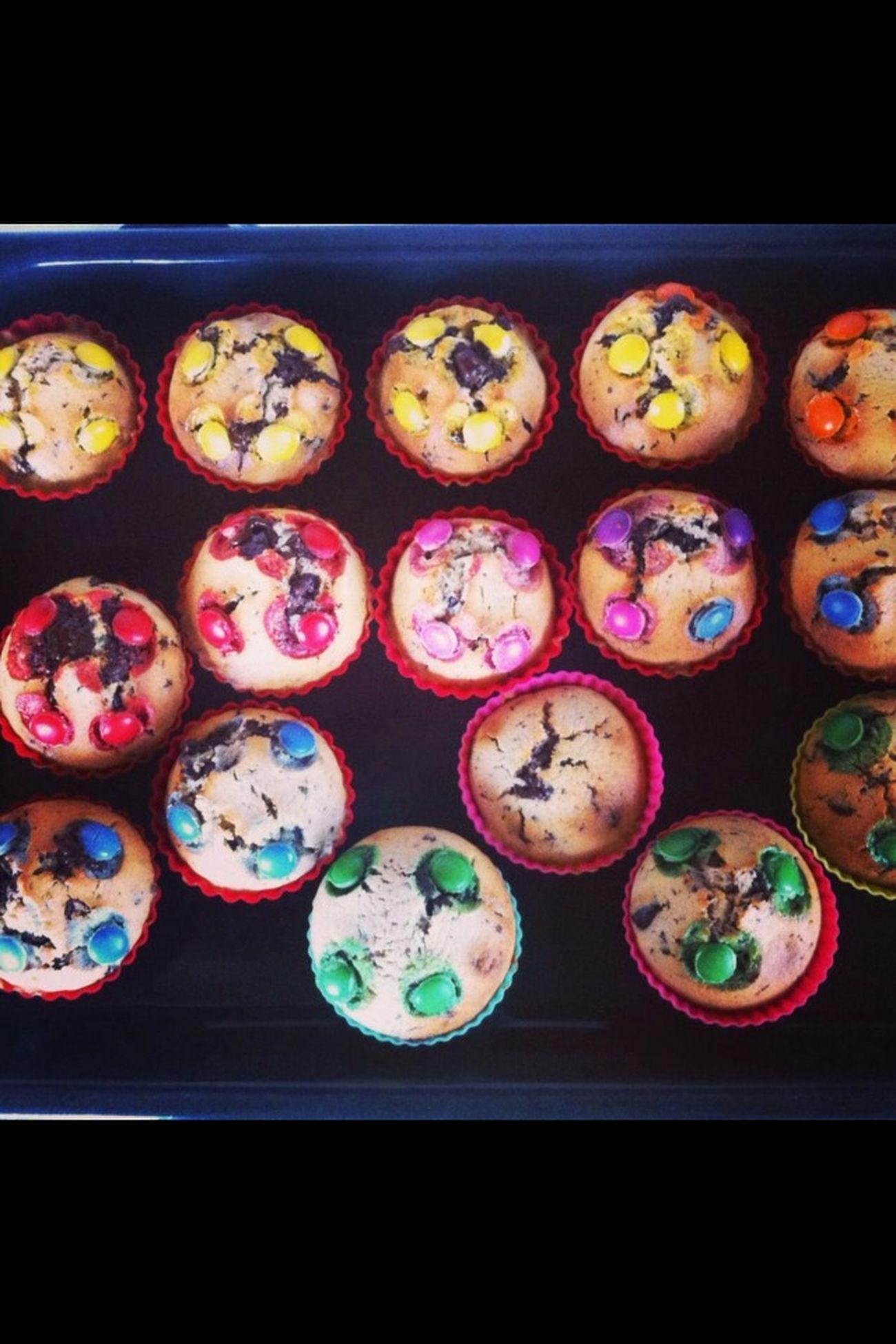 Thebest Cakes on the world :) i ´m fckn good Baker :) Colour