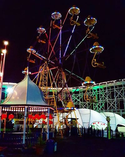 So I finally fulfilled my ambition of going to an amusement park in Australia at least once. 😀 FYI , I went on the roller-coaster, not the ferris wheel. Lunapark Ferriswheel Stillopen Lights Nightrides Wannagoagain Beach Lookhowpretty