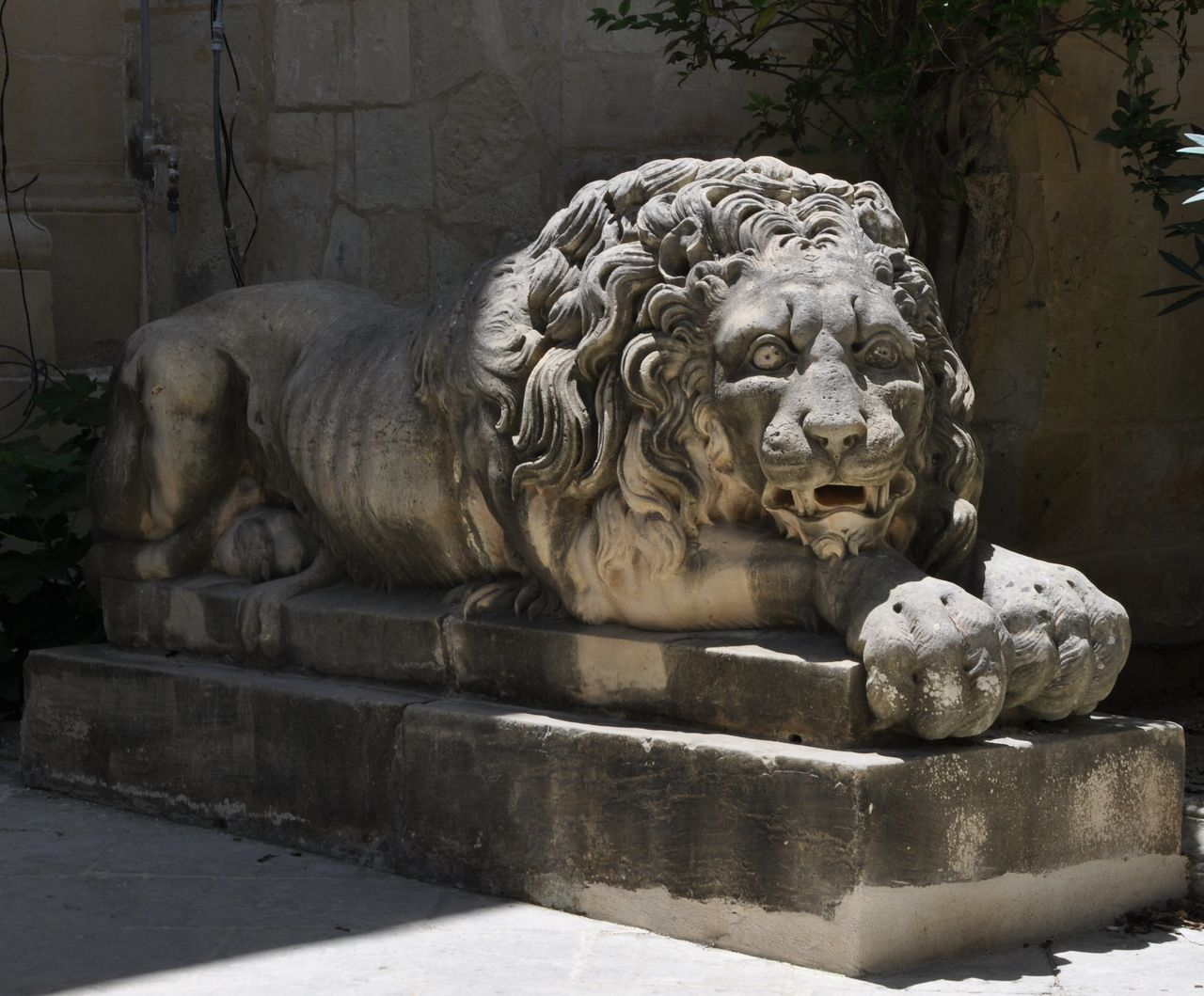 statue, sculpture, art and craft, craft, outdoors, day, no people, lion - feline, gargoyle, close-up