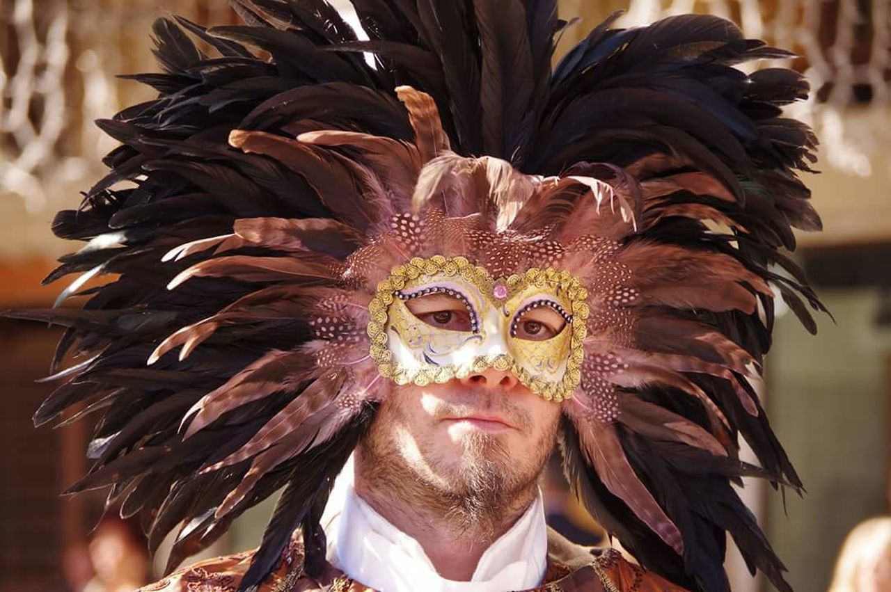Cultures Headdress Arts Culture And Entertainment Mature Adult Outdoors Traditional Clothing Human Body Part Nightlife Venice, Italy Performance Maschera Viso Maschera Viso Dipinta A Mano Maschera Veneziana Mascherina Gold Colored Venetian Mask