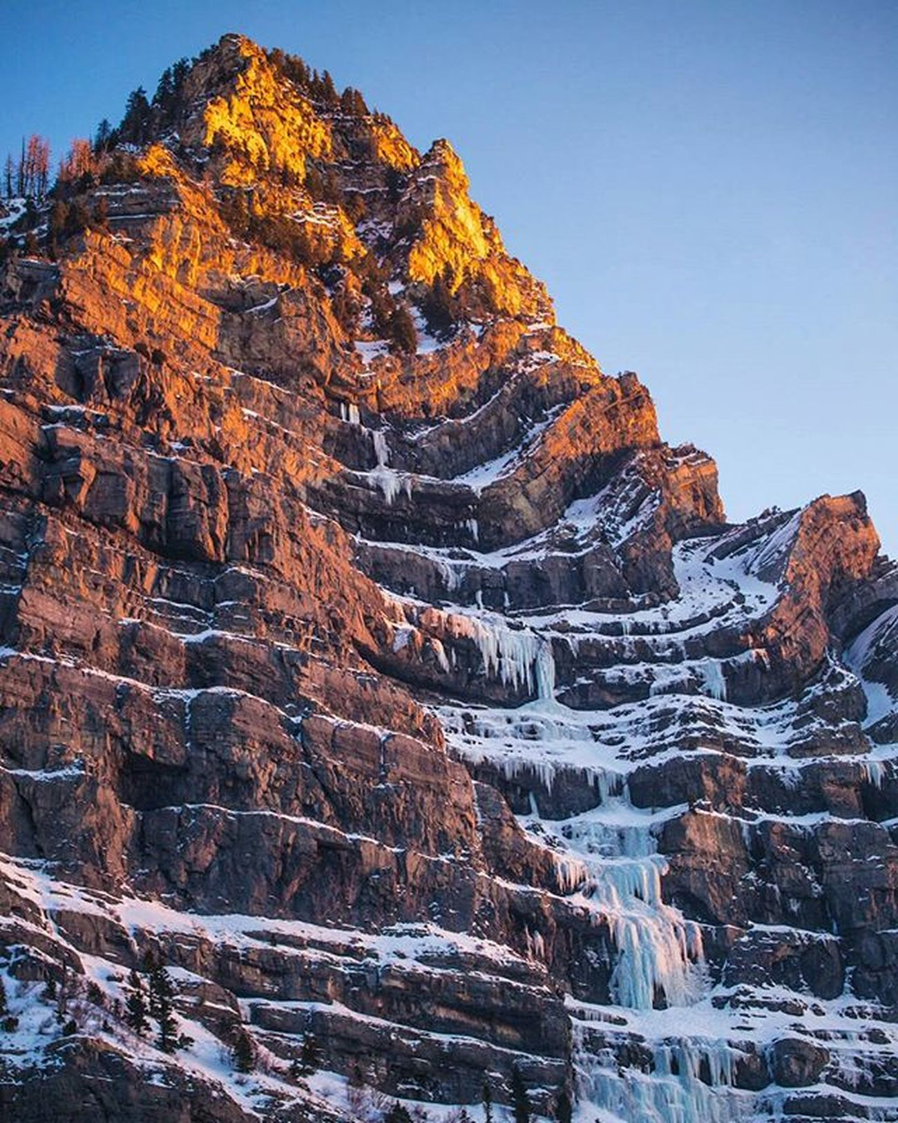 Sunset painting warm colors against the cold cliffs and ice along Provo Canyon. ------ Provo Provocanyon Visitutahvalley Utah Sunsetcolors Winters Provout Utahwinter Bestmountainartists