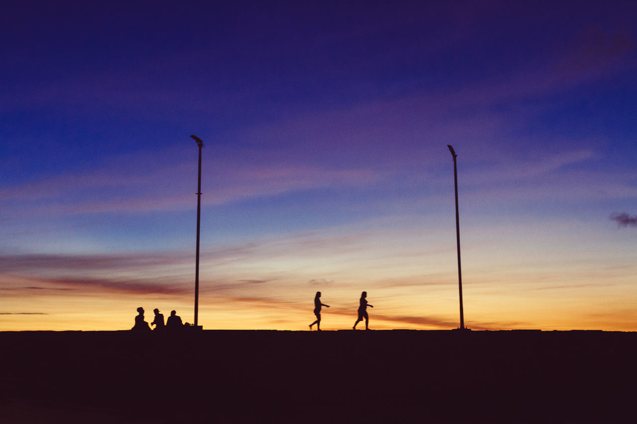 Two people walk to see the sunset Beauty In Nature Leisure Activity Nature Outdoors People Real People Scenics Silhouette Sky Sommer Sunset Togetherness