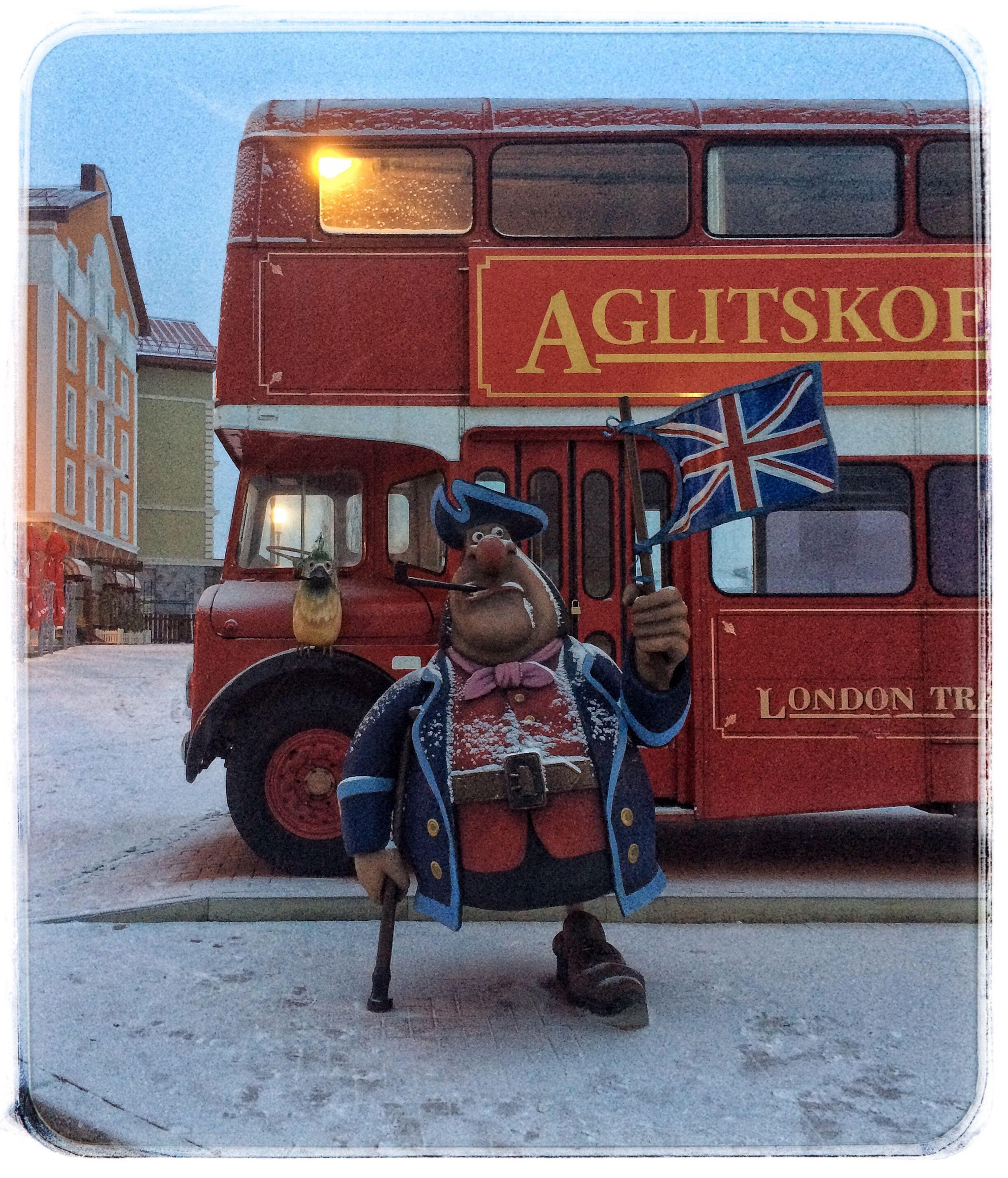 Check This Out Hanging Out из архива From Archive Russia Ryazan Россия Рязань Streetphotography английский автобус пират остров сокровищ Персонаж снегопад Snowfalling