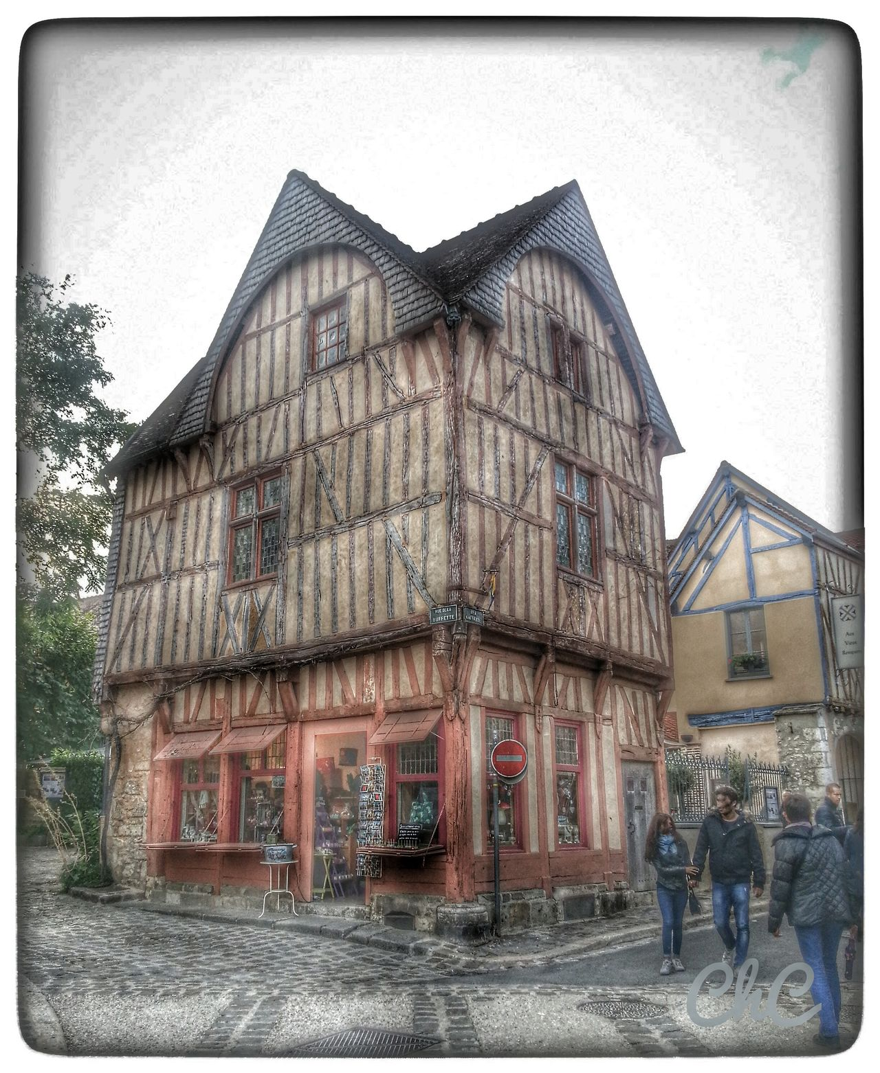 Taking Photos Old Town Vieille Maison Myfavoriteplace Hdr_Collection Old House Old Shop à Provins en France 🏡 🏠 🏡