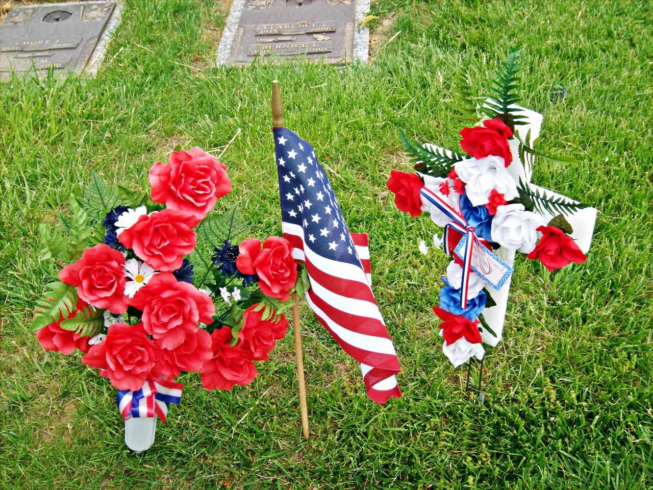 Beautiful stock photos of memorial day, American Flag, Bouquet, Catholicism, Cemetery