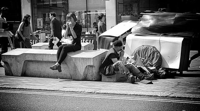 A lunchtime sandwich for one and the daily meal for another Blackandwhite Monochrome London Black And White Camden Beg Lunch Lunchtime Hanging Out Lifestyles Sitting Relaxing Blackandwhite Photography People