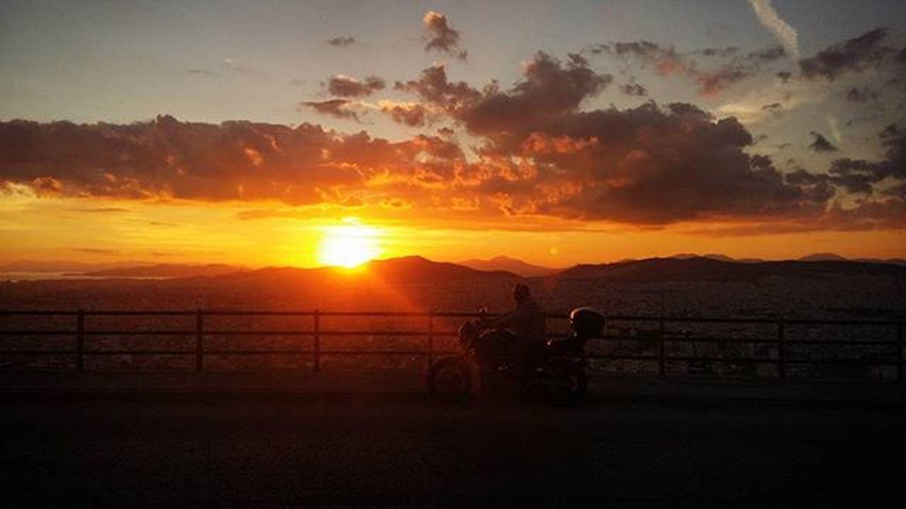 Η υπέροχη ώρα στην Αθήνα🌞🌇 Sunset Autumn Oktober2015 Nofilter