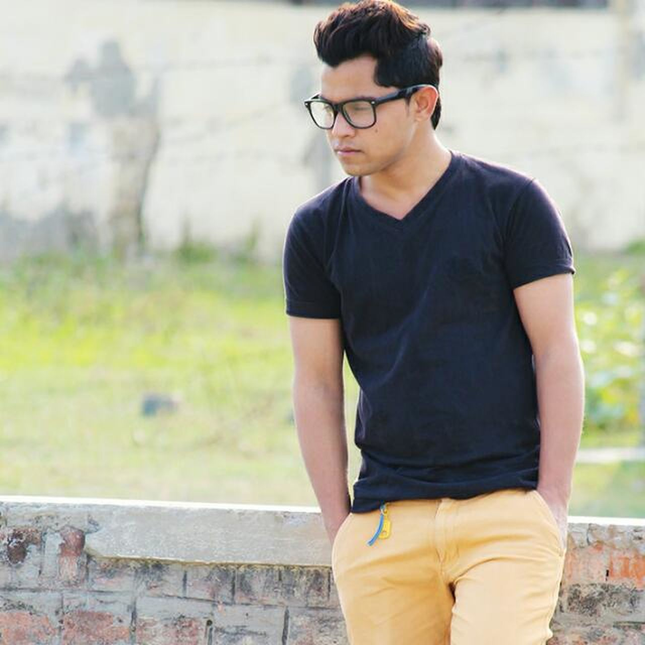one person, casual clothing, eyeglasses, one man only, young adult, only men, young men, outdoors, standing, real people, one young man only, day, candid, adult, people, men, adults only