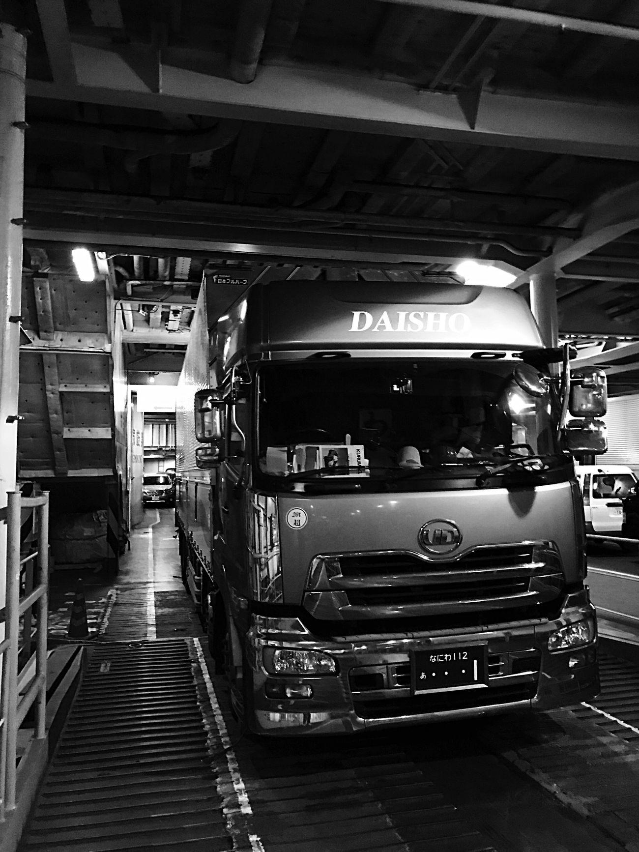 Japan Photography Enjoying Life Japan EyeEm Gallery EyeEmBestPics Self Portrait EyeEm Japan Truck Black And White Trucking Nissan Trucks EyeEm Best Shots EyeEm Light And Shadow EyeEm Best Edits