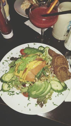Salada Salad Dinner Time Healthy Food Avocado And Salmon Relaxing