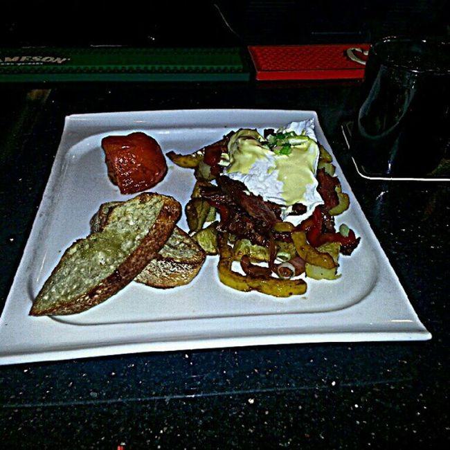 Breakfast Brunch Sunday Morning hangover beer pints downtown Vancouver cornedbeef hash eggs hollandaise winkingjudge pub