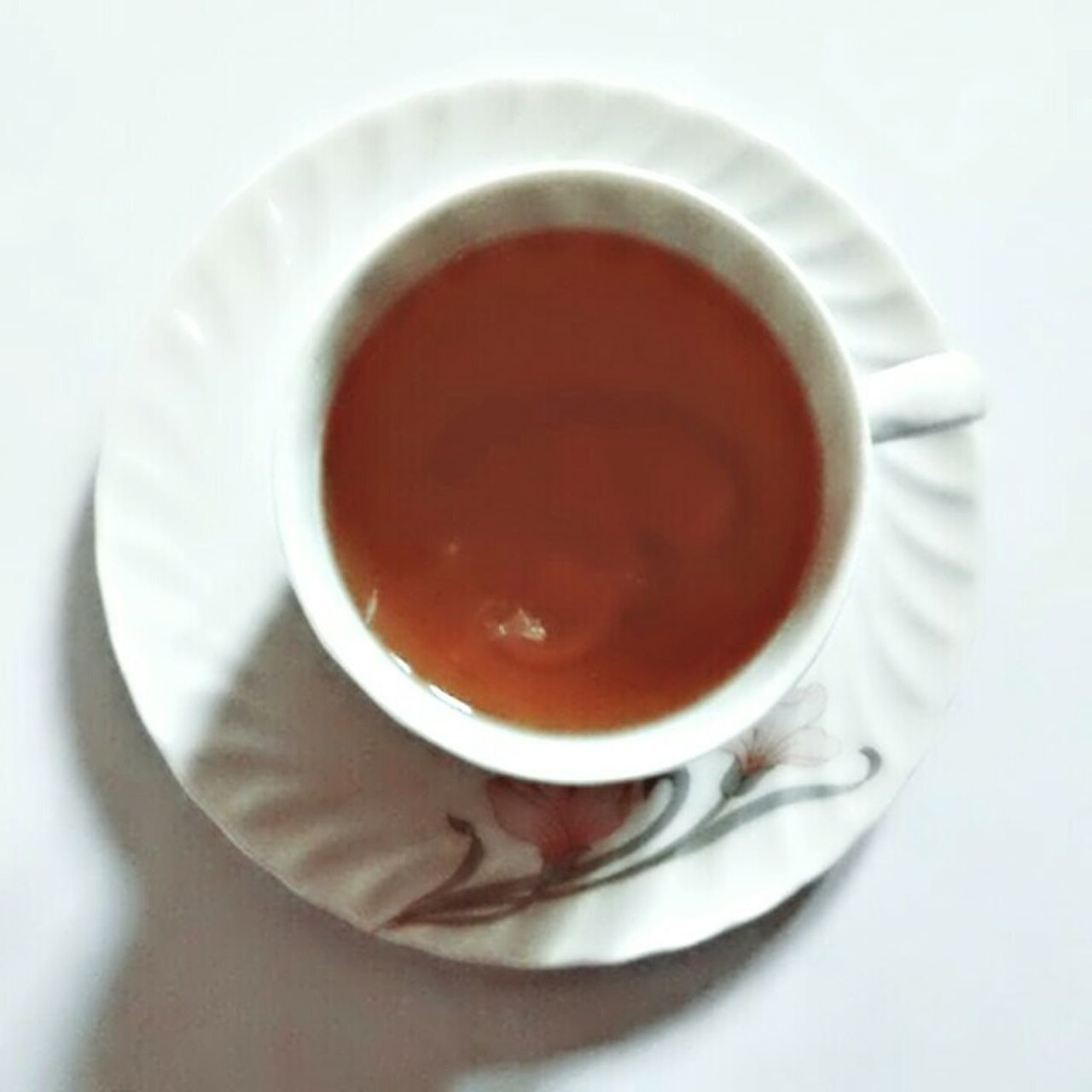 drink, saucer, coffee cup, food and drink, refreshment, coffee - drink, cup, white color, directly above, close-up, no people, freshness, studio shot, tea - hot drink, indoors, white background, day