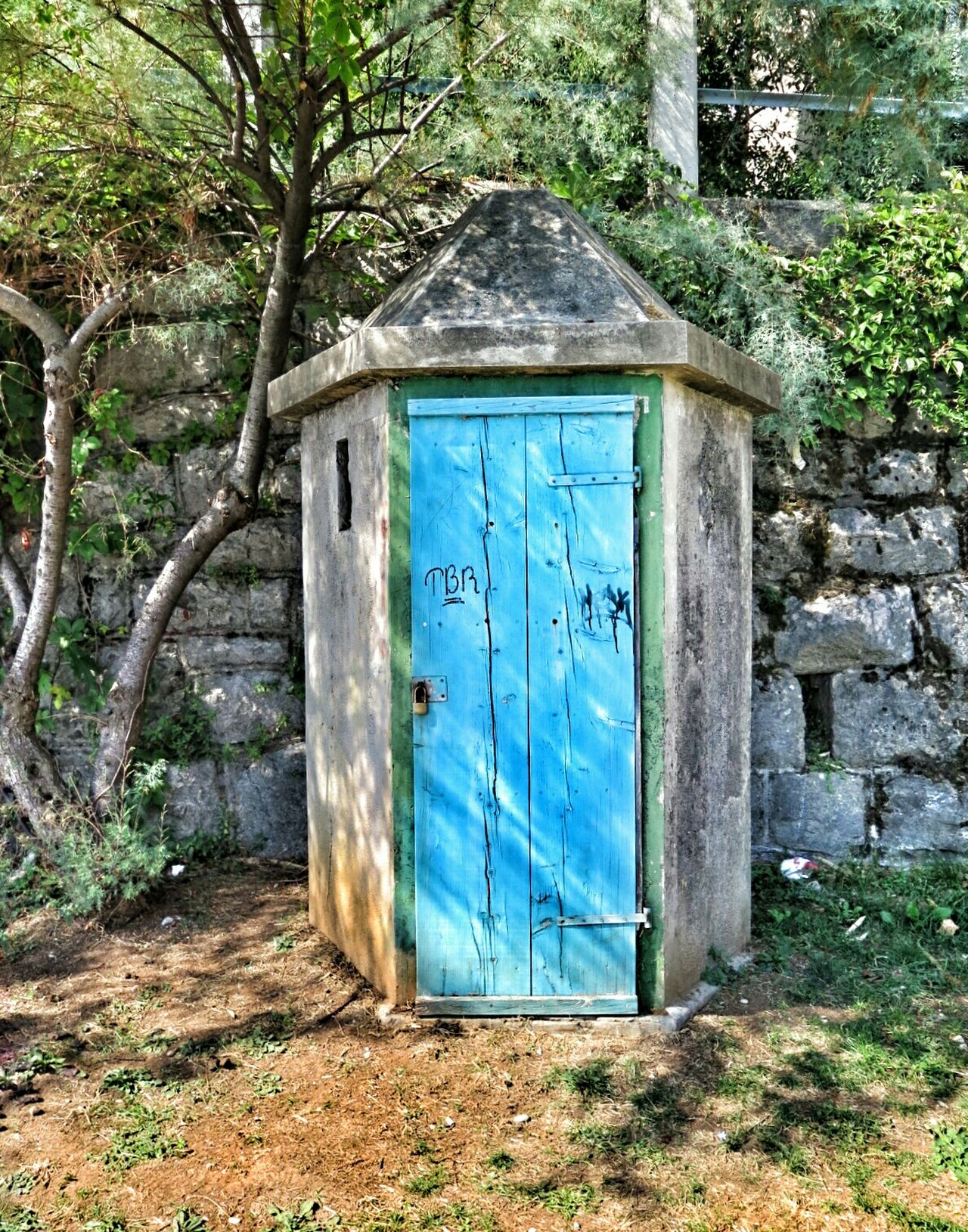 Good day to everyone 👋👋 https://youtu.be/l35XzUD8GGU Blue Doors Storagehouse For Paddle i guess 😃 Walking With You Taking Photos Minimalobsession Light And Shadow From My Point Of View Seeing Things