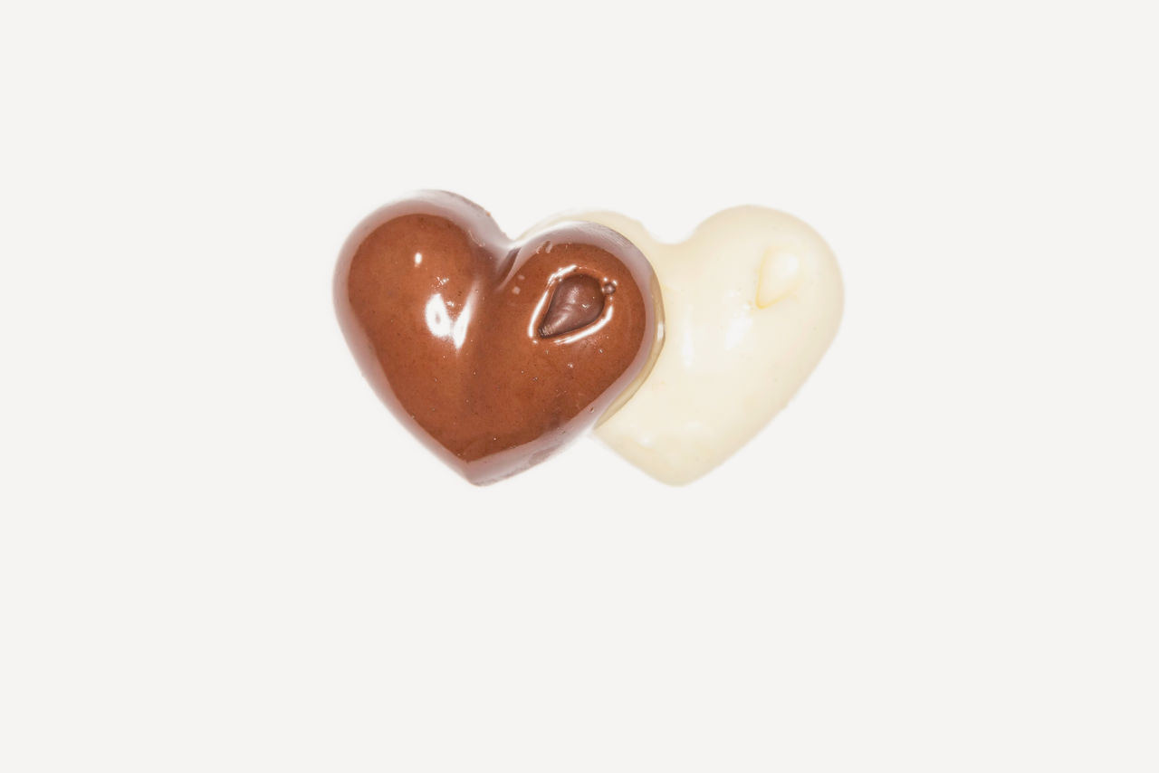 Close Up Of Two Pieces Of Dark And White Chocolate Having Heart Shape On A White Background Backgrounds Birthday Blackandwhite Candy Candy Heart Close-up Dark Chocolate Food Food And Drink Gingerbread Cookie Heart Heart Shape Love Love Milk Chocolate No People Pieces Shape Studio Shot Sweet Food Swiss Chocolate Two Valentine's Day  Valentine's Day - Holiday White Background