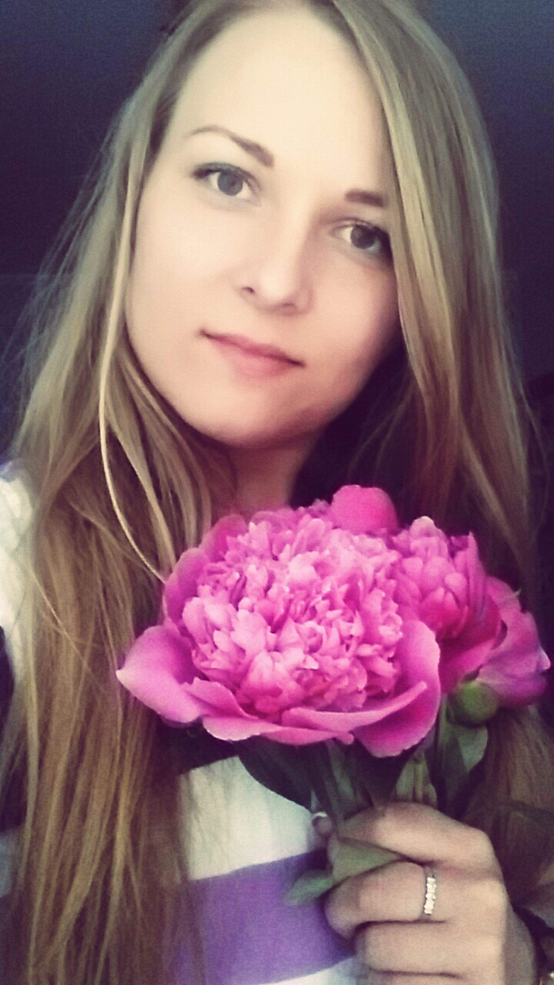 young women, person, long hair, young adult, indoors, lifestyles, portrait, headshot, flower, looking at camera, leisure activity, front view, beauty, close-up, blond hair, smiling, casual clothing