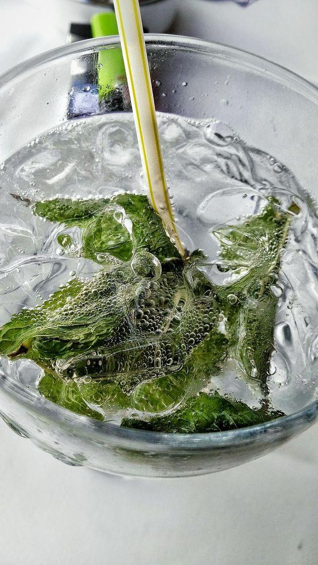 Erfrischunggefällig: Limette Minze Soda Mint Drink Crashed Ice Strohhalm Pause Erfrischung Freshness Bubbles Fresh Cool Erfrischungsgetränk Ice Eis Cool Down In Summer Sommerfeeling Summer Summerdrink Have A Break
