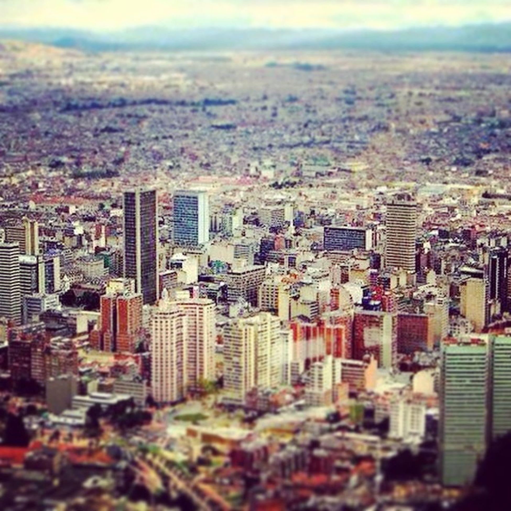 Felizcumpleaños Santafedebogota No importa que me diga Rolo Cachaco Bogotano Me siento orgulloso de ser Capitalino 476años Bogotá City Night Urban Art Photooftheday Photoday Bogotaenlacasa Bogopautasite
