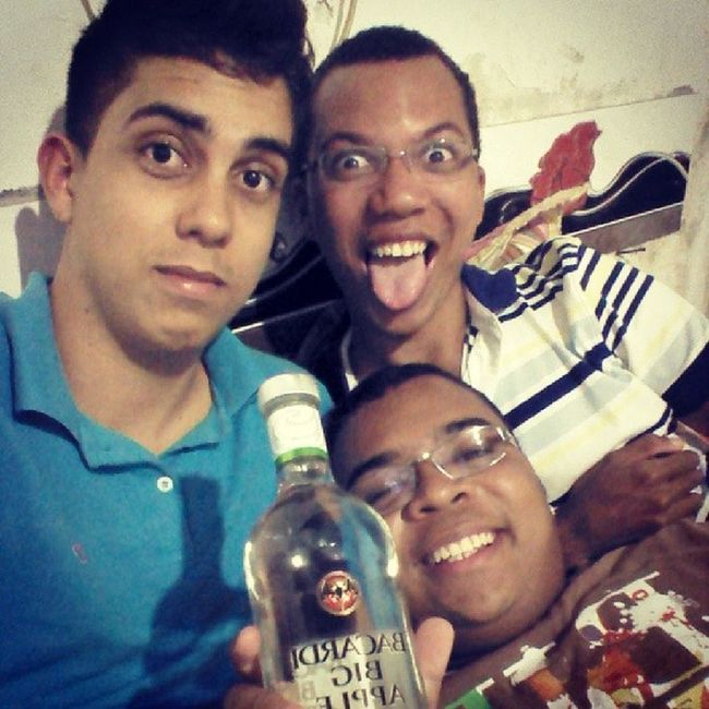 Boys Cacha çaBigapple Vodka beber brothers good