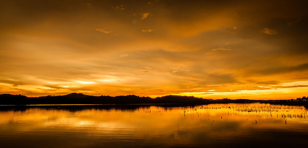 Mengkabong Bay Beauty In Nature Bestoftheday Cloud - Sky Eeyem Nature Lover Eeyem Photography Goldenhour Malaysia Malaysianphotographer Mengkabong Rive Mengkabong River Orange Color Reflection Reflection Sabah Borneo Sunset Sunset Silhouettes Sunsetmoment