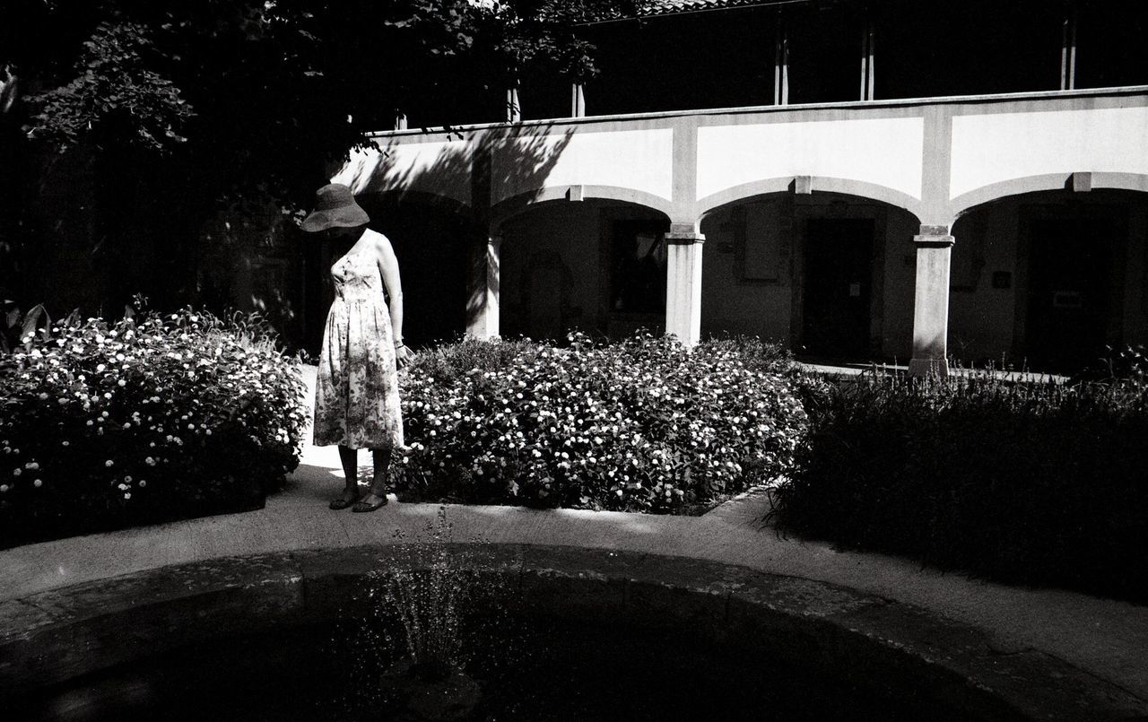 Fondation Van Gogh Blackandwhite Photography Black And White Love Monochrome Photography Candid Photography Minoltax700 Analogue Elegance Everywhere Arles France Streetphotography Garden Film Photography Woman With Hat Beauty Japanese Beauty
