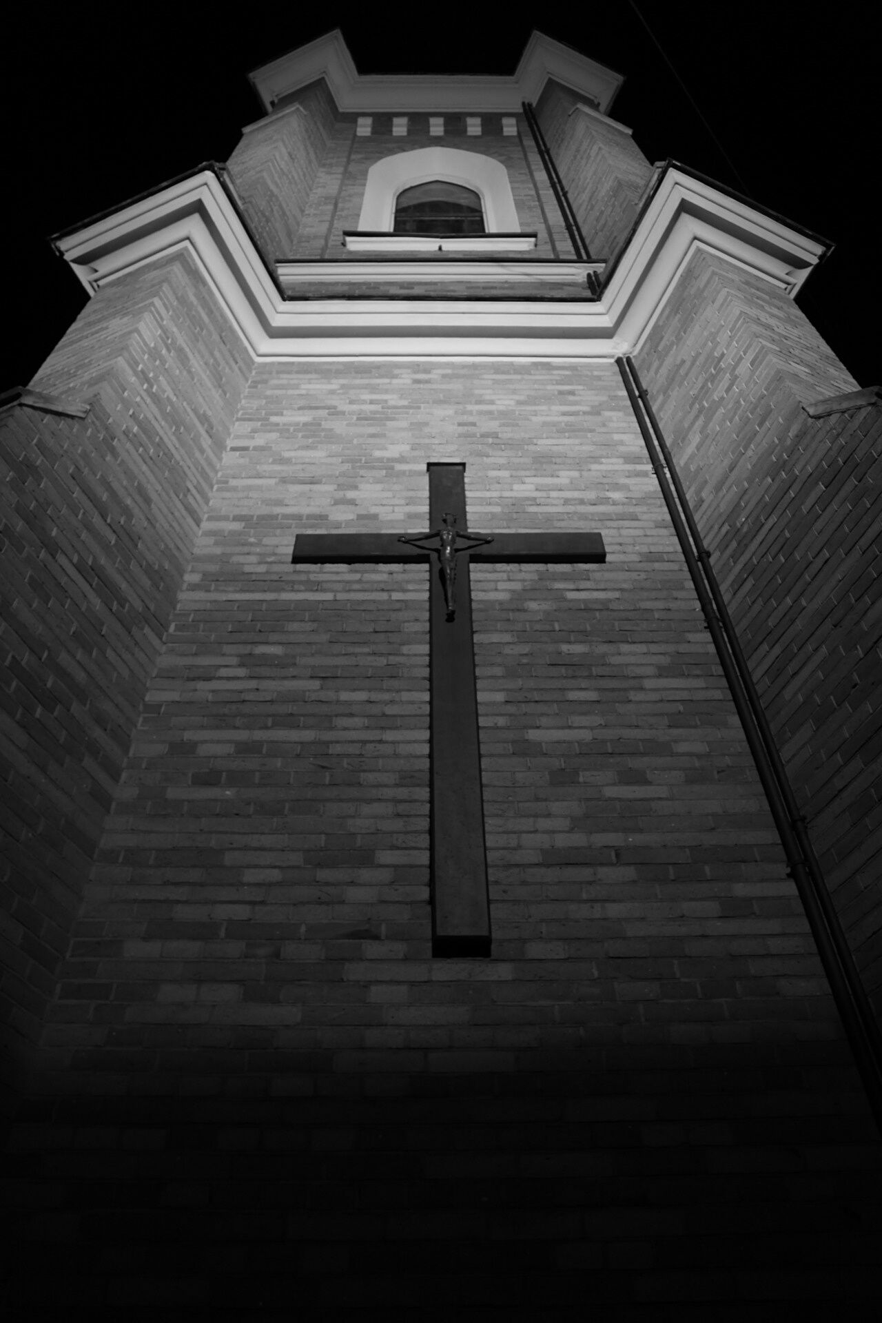 Religion Night No People Building Exterior Architecture Built Structure Spirituality Outdoors Low Angle View Nightphotography Blackandwhite Jesus Best EyeEm Shot EyeEmNewHere Canonphotography Place Of Worship Cultures Cross Crusifixion EyeEm Best Shots - Black + White Warsaw Poland Costel Church